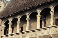 Europe/France/Aquitaine/47/Lot-et-Garonne/Nerac: Galerie du Château - Détail des colonnes
