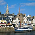 France, Brittany, Département Côtes-d'Armor, Binic: small harbour at bay Côte du Goëlo | Frankreich, Bretagne, Département Côtes-d'Armor, Binic: kleine Hafenstadt an der Bucht Côte du Goëlo