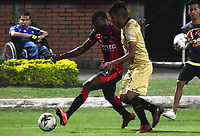 CUCUTA - COLOMBIA, 26-01-2019: Henry Obando de Cúcuta disputa el balón con Leandro Velasquez de Rionegro durante partido por la fecha 1 entre Cúcuta Deportivo y Rionegro Águilas como parte de la Liga Águila I 2019 jugado en el estadio General Santander de la ciudad de Cúcuta. / Henry Obando of Cucuta vies for the ball with Leandro Velasquez of Rionegro during match for the date 1 between Cucuta Deportivo y Rionegro Aguilas as a part of Aguila League I 2019 played at General Santander stadium in Cucuta city. Photo: VizzorImage / Manuel Hernandez / Cont