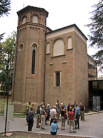 Tour group outside Cappella degli Scrovegni in, Padua Ital