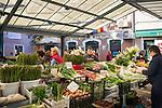 Croatia, Istria, Rovinj - Perl of Istria: market stalls at old town | Kroatien, Istrien, Rovinj - die Perle Istriens: Marktstaende am Rande der Altstadt