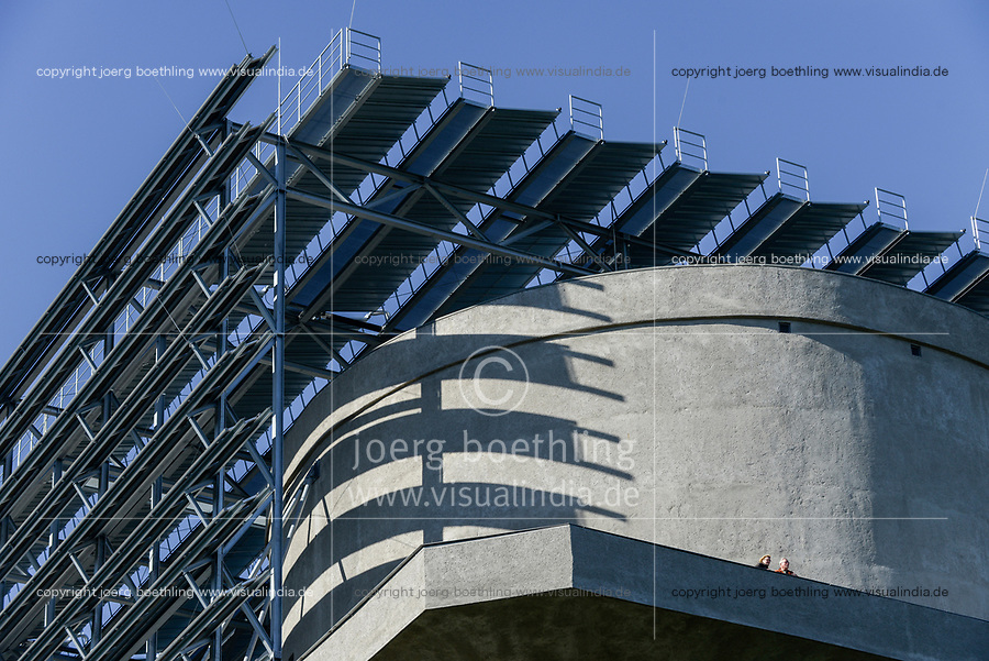 GERMANY Hamburg, IBA international architecture exhibition, an old anti-aircraft war bunker is changed into an 25.000 MW renewable energy project, with biogas, biomass, solar panels and solar thermal vacuum pipes / DEUTSCHLAND  Hamburg, Energiebunker Wilhelmsburg , IBA Projekt, kommunale Energieversorger Hamburg Energie, Energieerzeugung aus Solarenergie, Biogas, Holzhackschnitzeln und Abwaerme aus einem benachbarten Industriebetrieb, der Energiebunker soll einen Teil des Reiherstiegviertels mit circa 22.500 MWh Waerme versorgen und fast 3.000 MWh Strom erzeugen. Das entspricht dem Waermebedarf von circa 3.000 Haushalten und dem Strombedarf von etwa 1.000 Haushalten, Solon PV Module an der Suedseite des ehemaligen Flakbunkers, auf dem Dach wurde von Ritter XL Solar Deutschlands groesste Vakuumroehrenkollektoren Anlage zur Warmwassererzeugung installiert /Aussichtsplattform