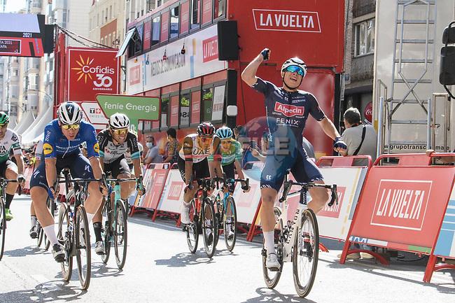 Jasper Philipsen (BEL) Alpecin-Fenix wins Stage 2 of La Vuelta d'Espana 2021, running 166.7km from Caleruega. VIII Centenario de Santo Domingo de Guzmán to Burgos. Gamonal, Spain. 15th August 2021.    <br /> Picture: Cxcling | Cyclefile<br /> <br /> All photos usage must carry mandatory copyright credit (© Cyclefile | Cxcling)
