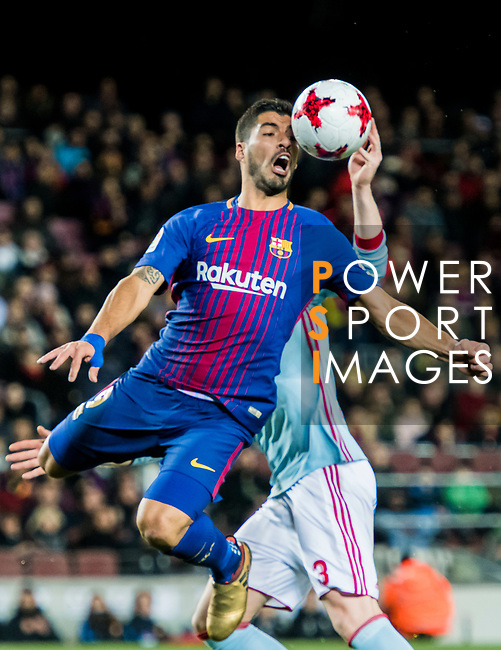 Luis Alberto Suarez Diaz (L) of FC Barcelona competes for the ball with Andreu Fontas Prat of RC Celta de Vigo during the Copa Del Rey 2017-18 Round of 16 (2nd leg) match between FC Barcelona and RC Celta de Vigo at Camp Nou on 11 January 2018 in Barcelona, Spain. Photo by Vicens Gimenez / Power Sport Images
