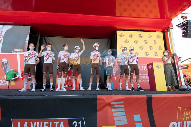AG2R Citroen Team best team from yesterday's stage at sign on before the start of Stage 15 of La Vuelta d'Espana 2021, running 197.5km from Navalmoral de la Mata to El Barraco, Spain. 29th August 2021.     <br /> Picture: Cxcling | Cyclefile<br /> <br /> All photos usage must carry mandatory copyright credit (© Cyclefile | Cxcling)