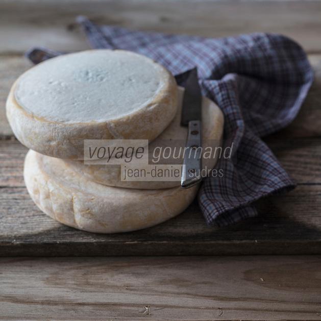 AOP Reblochon fermier au lait cru des Savoies<br /> PDO Reblochon farmer with ,raw milk of Savoies <br />  - Stylisme : Valérie LHOMME