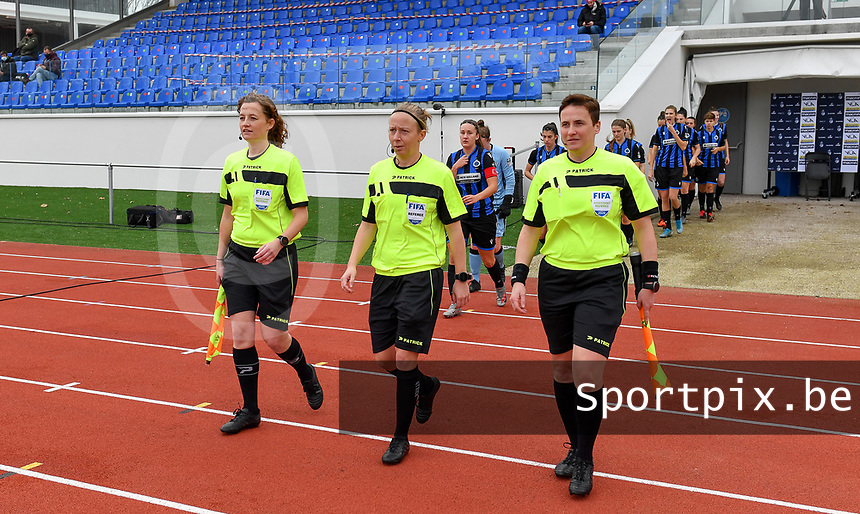 referees pictured with Joline Delcroix , Lois Otte and Ella De Vries during a female soccer game between Club Brugge Dames YLA and Oud Heverlee Leuven on the 8 th matchday of the 2020 - 2021 season of Belgian Scooore Womens Super League , saturday 21 th November 2020  in Knokke , Belgium . PHOTO SPORTPIX.BE | SPP | DAVID CATRY