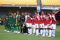 BOGOTA - COLOMBIA, 04-02-2021: Jugadores de Independiente Santa Fe y Patriotas Boyaca F. C., antes de partido de la fecha 4 entre Independiente Santa Fe y Patriotas Boyaca F. C., por la Liga BetPlay DIMAYOR I 2021, en el estadio Nemesio Camacho El Campin de la ciudad de Bogota. / Players of Independiente Santa Fe and Patriotas Boyaca F. C., prior a match of the 4th date between Independiente Santa Fe and Patriotas Boyaca F. C., for the BetPlay Leguaje I 2020 at the Nemesio Camacho El Campin Stadium in Bogota city. / Photo: VizzorImage / Daniel Garzon / Cont.