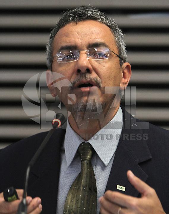 ATENCAO EDITOR: FOTO EMBARGADA PARA VEICULO INTERNACIONAL - SAO PAULO, SP, 10 DEZEMBRO 2012 - A INFLUENCIA DO BRASIL NO SISTEMA INTERNACIONAL SOFT-POWER - Mauricio Lopes Presidente da Embrapa participou do debate sobre o soft power. A iniciativa, idealizada em conjunto com a Secretaria de Assuntos Estrategicos (SAE) da Presidencia da Republica, tem como objetivo a atuacao do Brasil no cenario internacional, com vistas a identificar a capacidade de o pais influenciar acoes politicas sem o uso da forca ou outra forma de coercao, porem lançando mao de estrategias de cooperacao - conceito conhecido como soft-power, na FIESP nessa terca, 11. (FOTO: LEVY RIBEIRO / BRAZIL PHOTO PRESS)..