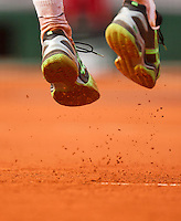31-05-13, Tennis, France, Paris, Roland Garros, Shoes with clay at service