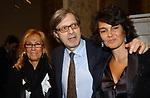 """NICOLETTA RUSCONI CON VITTORIO SGARBI E PATRICIA GUGLIELMI<br /> VERNISSAGE """"ROMA 2006 10 ARTISTI DELLA GALLERIA FOTOGRAFIA ITALIANA"""" AUDITORIUM DELLA CONCILIAZIONE ROMA 2006"""