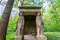 Mausoleum in auf dem historischen Friedhof Südwestkirchhof Stahnsdorf, Potsdam-Mittelmark, Brandenburg, Deutschland