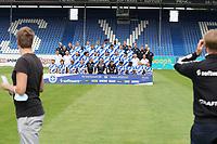 Aufstellung zum Mannschaftsfoto Saison 2020/21 - 27.08.2020: SV Darmstadt 98 Mannschaftsfoto, Stadion am Boellenfalltor, 2. Bundesliga, emonline, emspor<br /> <br /> DISCLAIMER: <br /> DFL regulations prohibit any use of photographs as image sequences and/or quasi-video.