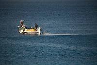 Europe/France/06/Alpes-Maritimes/Nice: Pointu d'un pêcheur devant la promenade des Anglais