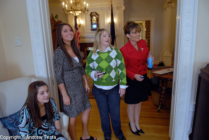 USA. Juneau.13th September 2007.Sarah Palin with her sister Molly and her daughters Bristol and Willow at the Governor's mansion in Juneau..©Andrew Testa/Panos