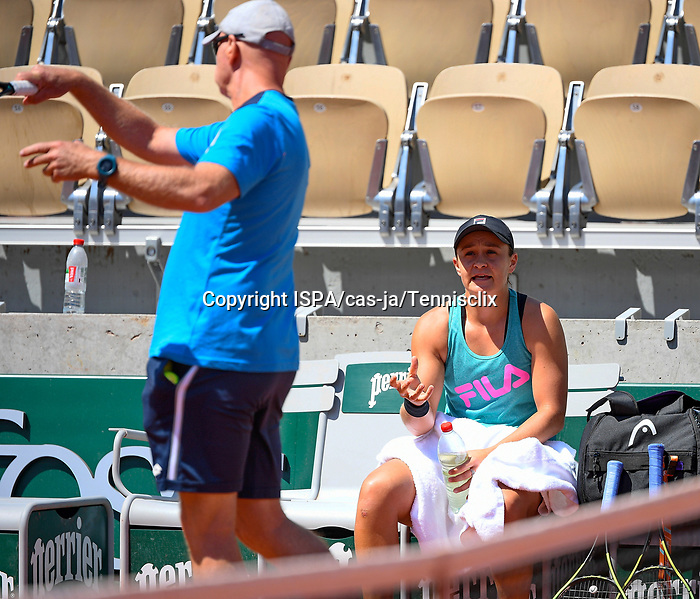 Craig Tyzzer and Ashley Barty during a training session before  Roland Garros 2021. Thursday may 27, 2021. Paris. France.