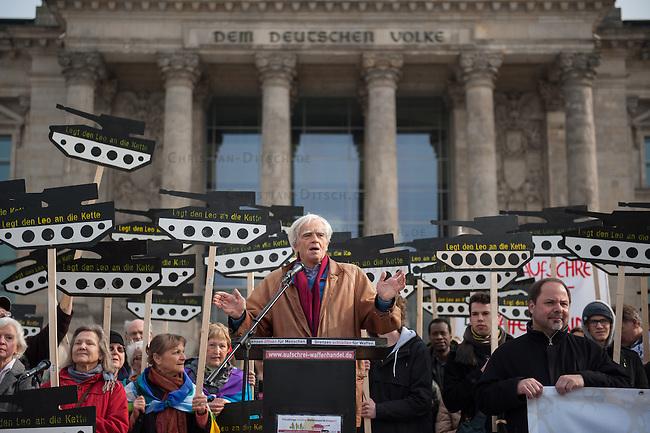 """Mit Panzerattrappen machte u.a. die Organisationen Pax Christi, die Kampagne """"Aufschrei"""" und die Deutsch Friedensgesellschaft (DFG-VK) am Mittwoch, den 26. Februar 2014 auf der Wiese vor dem Deutschen Bundestag auf den """"Skandal deutscher Ruestungsexporte"""" aufmerksam. """"Wir erinnern die Abgeordneten des Deutschen Bundestages an ihre Verantwortung für die toedlichen Folgen des Waffenhandels aus Deutschland"""" so die Veranstalter. Die Kundgebungsteilnehmer hielten  Schilder mit Panzerattrappen mit der Aufschrift """"Legt den Leo an die Kette!"""".<br />Im Bild: Christian Stroebele, MdB B90/Die Gruenen.<br />26.2.2014, Berlin<br />Copyright: Christian-ditsch.de<br />[Inhaltsveraendernde Manipulation des Fotos nur nach ausdruecklicher Genehmigung des Fotografen. Vereinbarungen ueber Abtretung von Persoenlichkeitsrechten/Model Release der abgebildeten Person/Personen liegen nicht vor. NO MODEL RELEASE! Don't publish without copyright Christian-Ditsch.de, Veroeffentlichung nur mit Fotografennennung, sowie gegen Honorar, MwSt. und Beleg. Konto:, I N G - D i B a, IBAN DE58500105175400192269, BIC INGDDEFFXXX, Kontakt: post@christian-ditsch.de<br />Urhebervermerk wird gemaess Paragraph 13 UHG verlangt.]"""