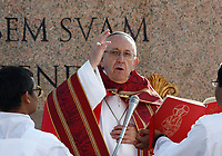 Pope Francis celebrates the Palm Sunday Mass in St. Peter's Square at the Vatican, on March 25, 2018.<br /> UPDATE IMAGES PRESS IsabellaBonotto/Pool<br /> <br /> STRICTLY ONLY FOR EDITORIAL USE