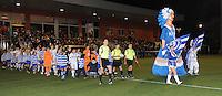 AA Gent dames - Club Brugge dames :<br /> intrede van beide teams, met reus en mascottes van AA Gent<br /> foto Dirk / Nikonpro.be