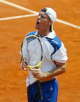 5-6-06,France, Paris, Tennis , Roland Garros, LLeyton Hewitt uit zijn frustratie in zijn partij tegen Nadal