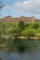 France, Aquitaine, Pyrénées-Atlantiques, Béarn, Navarrenx: L' enceinte bastionnée et le gave d'Oloron //  France, Pyrenees Atlantiques, Bearn, Navarrenx:   The bastion city and Oloron Gave