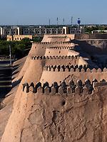 Mauer der Altstadt Ichan Qala , Xiva, Usbekistan, Asien, UNESCO-Weltkulturerbe<br /> City wall, historic city Ichan Qala, Chiwa, Uzbekistan, Asia, UNESCO heritage site