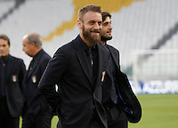 Italy's Daniele De Rossi inspects the pitch of the Juventus Stadium, ahead of the FIFA World Cup 2018 qualification match against Spain, in Turin, 5 October 2016.<br /> <br /> <br /> UPDATE IMAGES PRESS/Isabella Bonotto