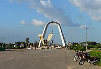 CHAD, N`Djamena, Place de la Nation, roundabout with sculpture / TSCHAD, Ndjamena, Kreisverkehr mit Skulptur