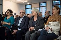 """Eroeffnung der Fotoausstellung """"Dialog, Schriftsteller in der DDR"""", in der Ladengalerie der Tagenszeitung junge Welt. Gezeigt werden Portaits von Schriftstellerinnen und Schriftstellern der Berliner Fotografin Gabriele Senft.<br /> Im Bild: 2.vl. Der Autor und Publizist Guenther Drommer. 2.vr. Gabriele Senft.<br /> 11.9.2015, Berlin<br /> Copyright: Christian-Ditsch.de<br /> [Inhaltsveraendernde Manipulation des Fotos nur nach ausdruecklicher Genehmigung des Fotografen. Vereinbarungen ueber Abtretung von Persoenlichkeitsrechten/Model Release der abgebildeten Person/Personen liegen nicht vor. NO MODEL RELEASE! Nur fuer Redaktionelle Zwecke. Don't publish without copyright Christian-Ditsch.de, Veroeffentlichung nur mit Fotografennennung, sowie gegen Honorar, MwSt. und Beleg. Konto: I N G - D i B a, IBAN DE58500105175400192269, BIC INGDDEFFXXX, Kontakt: post@christian-ditsch.de<br /> Bei der Bearbeitung der Dateiinformationen darf die Urheberkennzeichnung in den EXIF- und  IPTC-Daten nicht entfernt werden, diese sind in digitalen Medien nach §95c UrhG rechtlich geschuetzt. Der Urhebervermerk wird gemaess §13 UrhG verlangt.]"""