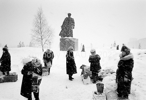 Kirov, Russia  .March 1999.Outdoor market in the snow...