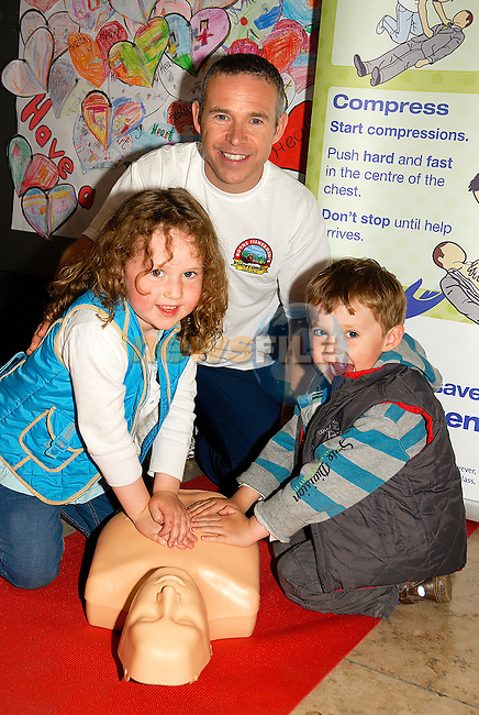 David Kiernan of the Boyne Fishermen's Rescue and Recovery Service shows his children Sally and Jamie the skills of CPR. www.newsfile.ie
