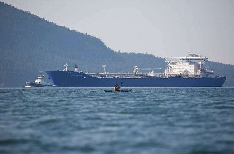 Puget Sound, Oil tanker, tug escort, sea kayaker, Rosario Strait, San Juan Islands, Washington State, U.S.A., oil spill prevention, Double-hulled, Conoco Phillips tanker Polar Discovery,