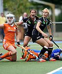 GER - Mannheim, Germany, May 25: During the U16 Girls match between The Netherlands (orange) and Germany (black) during the international witsun tournament on May 25, 2015 at Mannheimer HC in Mannheim, Germany. Final score 1-1 (1-0). (Photo by Dirk Markgraf / www.265-images.com) *** Local caption *** Hanna Bergkamp #15 of The Netherlands, Maria Seeger #5 of Germany, Charlotte Steiner #22 of Germany, Zoe van den Barselaar #1 of The Netherlands