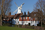 United Kingdom, England, Kent, Cranbrook: The Hill, Union Mill and traditional wood cladded Kent houses | Grossbritannien, England, Kent, Cranbrook: Union Mill und traditionelle mit Holz verkleidete Kent houses