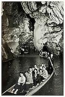 Europe/Europe/France/Midi-Pyrénées/46/Lot/Padirac: Gouffre de Padirac - Promenade en barque sur la rivière souterraine - Collection Société du Gouffre de Padirac  -Reproduction - Autorisation nécessaire