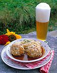 AUT, Oesterreich, Salzburger Land, Dienten, Tiroler Speckknoedel mit Kraut und ein Bier | AUT, Austria, Salzburger Land, Dienten, Tyrolean bacon dumpling with Kraut and beer