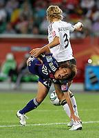 Wolfsburg , 100711 , FIFA / Frauen Weltmeisterschaft 2011 / Womens Worldcup 2011 , Viertelfinale ,  Deutschland (GER) - Japan (JPN) .Saskia Bartusiak (GER) gegen Mana Iwabuchi (JPN) .Foto:Karina Hessland .