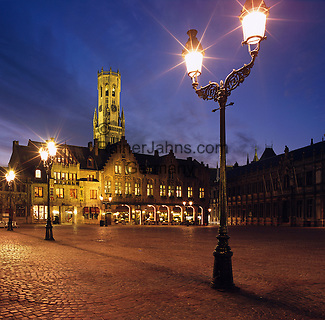 Belgium, West-Flanders, Bruges: The Burg Square with Bell Tower at Night   Belgien, Westflandern, Provinzhauptstadt Bruegge: Burg Platz mit dem Belfried am Abend