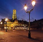 Belgium, West-Flanders, Bruges: The Burg Square with Bell Tower at Night | Belgien, Westflandern, Provinzhauptstadt Bruegge: Burg Platz mit dem Belfried am Abend