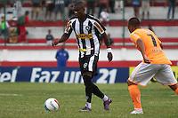 RIO DE JANEIRO, RJ, 29 DE JANEIRO 2012 - CAMPEONATO CARIOCA - 1o TURNO - TAÇA GUANABARA - NOVA IGUAÇU X BOTAFOGO - Maicosuel, jogador do Botafogo durante partida contra o Nova Iguaçu, pela 2o rodada da Taça Guanabara, no estádio Proletário, na cidade do Rio de Janeiro, neste domingo, 29. FOTO: BRUNO TURANO – NEWS FREE.
