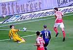 Fussball-Bundesliga - Saison 2020/2021<br /> Opel-Arena Mainz - 03.05.2021<br /> 1. FSV Mainz 05 (mz) - Hertha BSC Berlin (b)<br /> Torwart Alexander SCHWOLOW (Hertha BSC Berlin) hält Schuss von Adam SZALAI (1. FSV Mainz 05)  <br /> <br /> Foto © PIX-Sportfotos *** Foto ist honorarpflichtig! *** Auf Anfrage in hoeherer Qualitaet/Aufloesung. Belegexemplar erbeten. Veroeffentlichung ausschliesslich fuer journalistisch-publizistische Zwecke. For editorial use only. DFL regulations prohibit any use of photographs as image sequences and/or quasi-video.