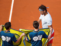 03-06-13, Tennis, France, Paris, Roland Garros,  Rafael Nadal gets towels from ballboys