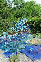 """Festival International des Jardins de Chaumont-sur-loire 2012, thème de l'année, « Jardins des délices, jardins des délires » : jardin """"le jardin bleu d'Absolem"""" par Houadec (France) (mention obligatoire du Festival des jardins de Chaumont-sur-Loire, pour usage presse et livre uniquement)"""