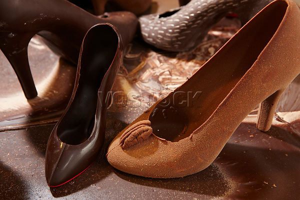 """Oesterreich, Wien, Schokolademanufaktur """"Xocolatl"""", Muster fuer eine Kollektion mit Schokoschuhen 7.9.11<br /> <br /> Austria, Vienna, """"Xocolatl' manufactory, samples for a collection of chocolate shoes, 7.9.11"""