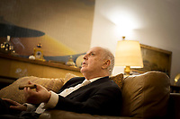 Daniel Barenboim, argentinisch-israelisch-spanisch-palaest?inensischer Pianist und Dirigent [hier: in seiner Villa in Berlin-Dahlem], kuenstlerischer Leiter und Generalmusikdirektor der Staatsoper Berlin, Leiter des West-Eastern Divan Orchester, Portrait, Einzelportrait, Musik, Kultur, Klassik, klassische Musik, Europa, Deutschland, Berlin, 17.11.2013<br /> <br /> <br /> <br /> <br />  *** veroeffentlicht in DIE ZEIT am 28.11.2013 *** bis 28.02.2014 bitte folgenden Credit verwenden: Gordon Welters/Die Zeit/laif ***<br /> <br /> Engl.: Europe, Germany, Berlin, Daniel Barenboim, at his villa in Berlin-Dahlem, Argentine-Israeli-Spanish-Palestinian pianist and conductor, musical director of the Berlin State Opera, director of the West-Eastern Divan Orchestra, portrait, music, culture, classical music, 17 November 2013