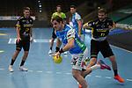 Kresimir Kozina (FAG) vorbei an Samuel Roethlisberger (TVB) beim Spiel in der Handball Bundesliga, Frisch Auf Goeppingen - TVB 1898 Stuttgart.<br /> <br /> Foto © PIX-Sportfotos *** Foto ist honorarpflichtig! *** Auf Anfrage in hoeherer Qualitaet/Aufloesung. Belegexemplar erbeten. Veroeffentlichung ausschliesslich fuer journalistisch-publizistische Zwecke. For editorial use only.