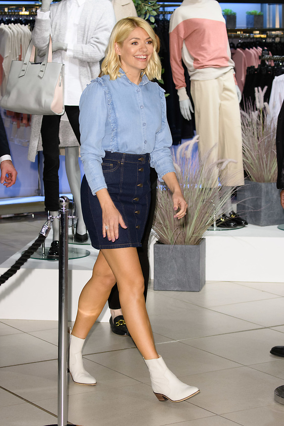 Holly Willoughby<br /> launches her 'Holly's must haves' denim range at M&S Westfield, London<br /> <br /> ©Ash Knotek  D3483  5/02/2019