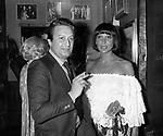ALBERTO LIONELLO CON LA MOGLIE GABRIELLA VANOTTI<br /> SERATA BALMAIN AL RISTORANTE GRATICOLA ROMA 1977