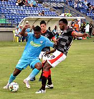 MONTERÍA - COLOMBIA, 23-02-2019: Jorge Obregón de Jaguares F. C., disputa el balón con Javier López de Cúcuta Deportivo, durante partido entre Jaguares F. C. y Cúcuta Deportivo de la fecha 6 por la Liga Águila I 2019, en el estadio Jaraguay de Montería de la ciudad de Montería. / Jorge Obregon of Jaguares F. C., fights for the ball with Javier Lopez of Patriotas Boyaca,  during a match between Jaguares F. C. and Cucuta Deportivo, of the 6th date for the Leguaje Aguila I 2019 at Jaraguay de Montería Stadium in Monteria city. Photo: VizzorImage / Andrés López  / Cont.