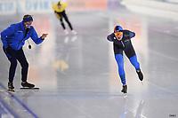 SCHAATSEN: HEERENVEEN: 22-11-2020, IJsstadion Thialf, Daikin NK ALLROUND, Marwin Talsma en coach Siep Hoekstra, ©foto Martin de Jong
